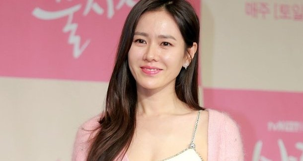 """Son Ye Jin Thanks Jung Hae In And Song Yoon Ah For Sending Support To Set Of """"Crash Landing On You"""""""
