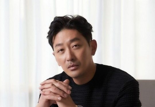 "Ha Jung Woo is All Praises for ""Ashfall"" Co-Star Lee Byung Hun"