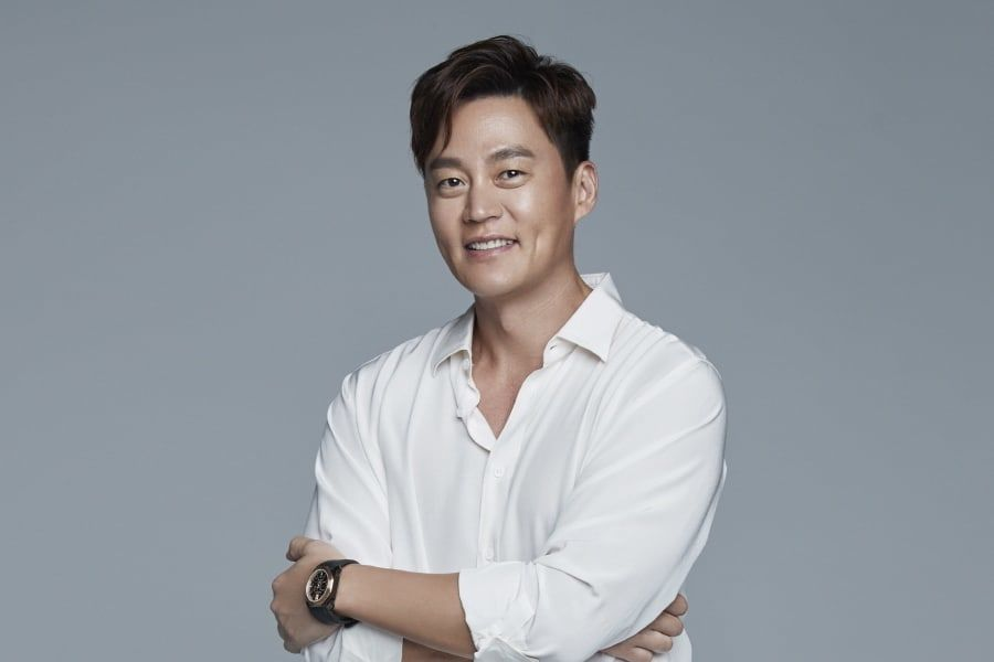 Lee Seo Jin Rings In The New Year With Donation + Joins Community Chest Of Korea's Honor Society