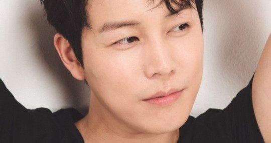 """Love With Flaws"" Shin Ji-hoon Latest Pictorial"