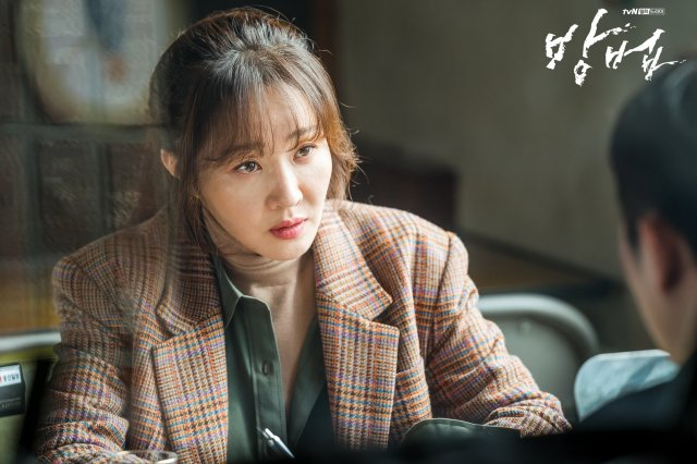 """Uhm Ji-won Convinced """"The Cursed"""" Will Mesmerize Audience"""