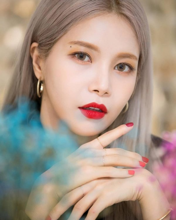 MAMAMOO Solar Shows Off Six-Pack Abs Following Intense Diet