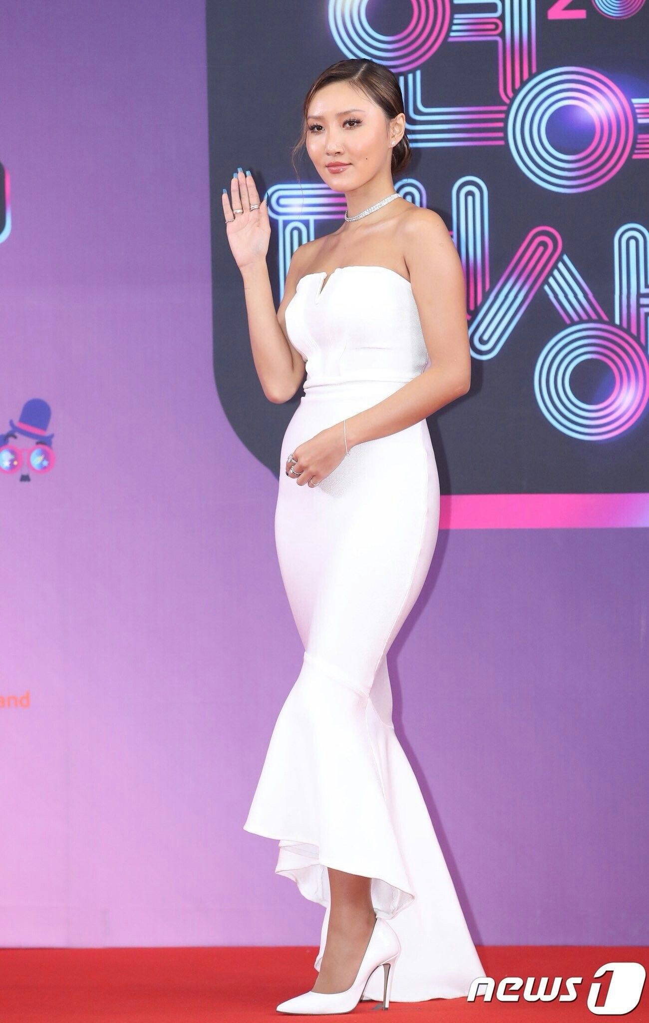 You MUST See MAMAMOO Hwasa's Top 9 Most Glamorous Red Carpet Outfits