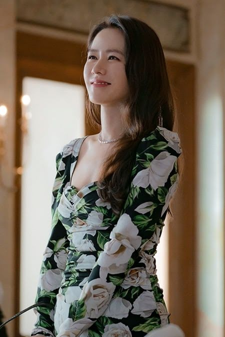 10+ Times Son Ye Jin Made Our Hearts Flutter For Her Ridiculously Attractive Airport Fashion