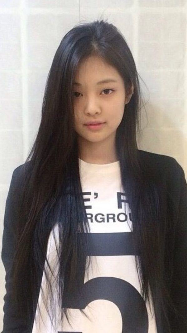 15 Times BLACKPINK's Jennie Showed Off Her Flawless No-Makeup Bare Face