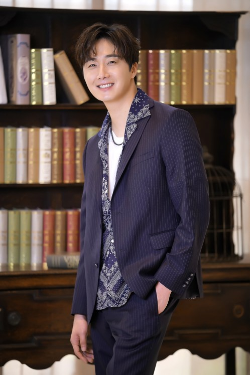 Jung Il Woo Attends Sweet Munchies Press Conference