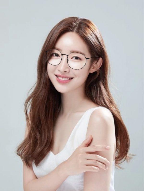 Female Stars Who Look Smart & Pretty In Glasses