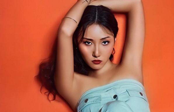 Hwasa Releases MV for LMM