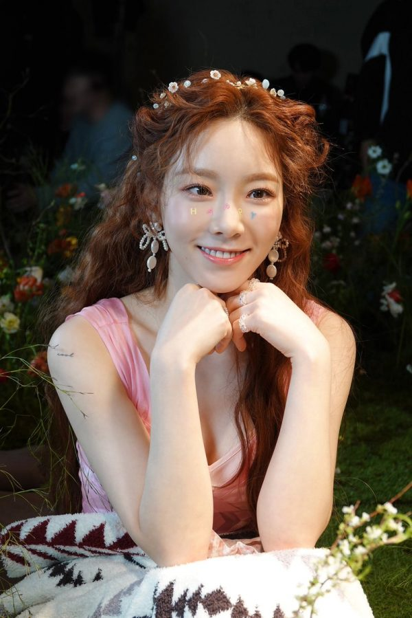 Taeyeon Reveals Her Hair Color Change