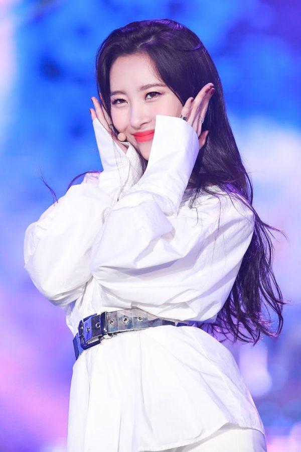 "Sunmi Modestly Names Her ""Hoobae"" IU As The Unrivaled Top Female Solo Artist In Korea"