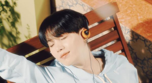 Top 5 Kpop MVs: Summer Activities FTW!