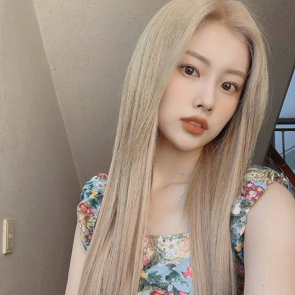IZ*ONE's Kang Hyewon Went Blonde