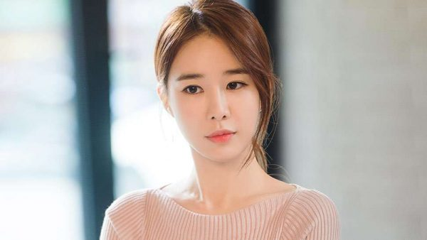 "Yoo In Na Takes Role in ""Snowdrop"""