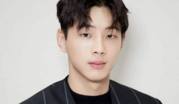 KeyEast Announces Actor Ji Soo Will Immediately Halt All Activities Due to The Bullying Controversy, But Denies Sexual Violence Accusations