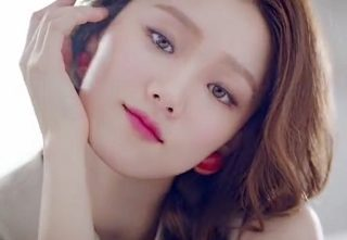 "Lee Sung Kyung Considering Starring Role in ""Shooting Star"""