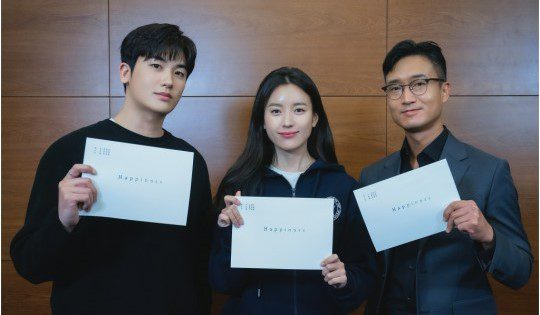 """Script reading for tvN thriller """"Happiness"""" with Park Hyung shik, Han Hyo joo, and Jo Woo jin"""